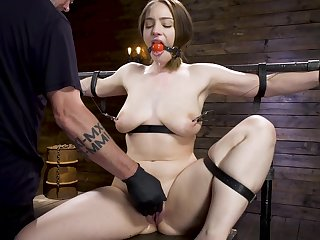 Piercing sex machine and hard cum are favorite things for Hadley Mason