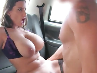Black-Haired with large naturals gets porked with respect to rub-down the backseat
