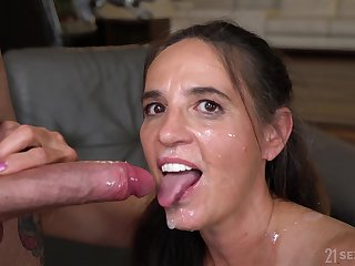 Mariana adores all kinky sex poses helter-skelter her bisexual friends