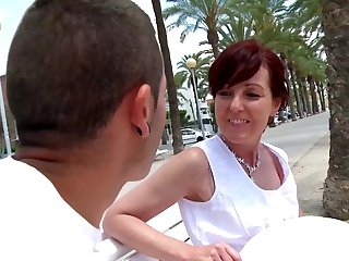 Joycelina blowing friend's smarting dick before hard dealings at the beach