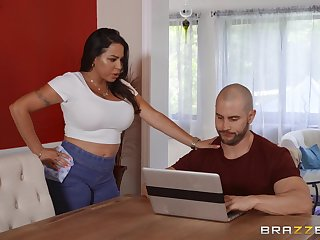 A substitute alternatively of massage horny Julianna Vega gets a hard masseur's penis