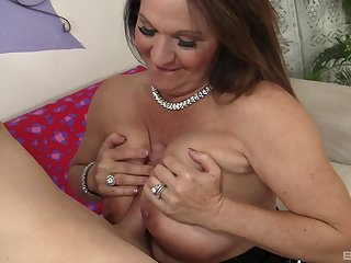 Older woman Laylani Wood with saggy interior rides a huge shaft