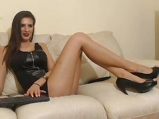 This tall webcam model is one statuesque pulchritude who masturbates on cam