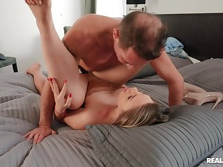 Gripping PAWG Selvaggia gets her big booty drilled hard
