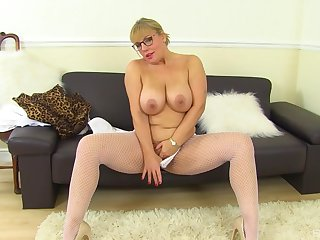 Mature with huge tits, first time slutty in excess of cam