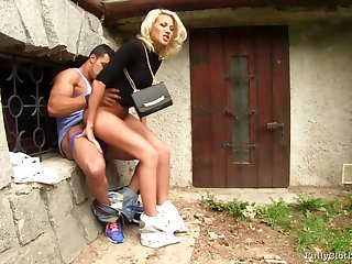 Quickie outdoor sex at the her husband comes home - MILF Yenna