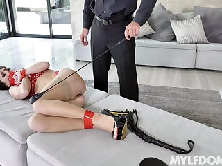 Enticing Alana Cruise gets trained and fingered before a surprising be thrilled by