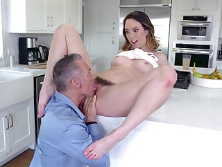 Dude uses his bushwhacker on gorgeous Jade Nile's fur pie