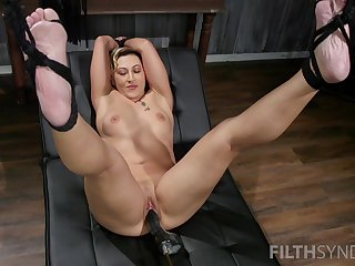 Muscular lady Fox Acacaria pledged and penetrated apart from a fuck machine