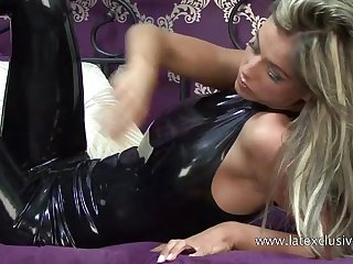Real latex fetish slut and her juicy ass looking good in rubber stuff