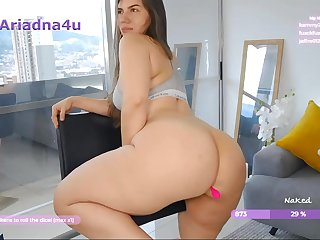 Big busty babe shows her ass