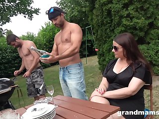 Come up to b become aged woman is fucked by duo young hot guys in the garden