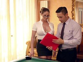 Lose one's life neue Assistentin auf dem Billardtisch eingearbeitet