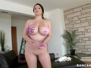 Horny girlfriend Noelle Easton drops her clothes of a quickie